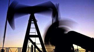 Rusia şi Arabia Saudită trag preţul petrolului în jos
