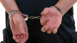 Săltați și băgați la zdup pentru violență și contrabandă