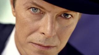 S-a stins o legendă: David Bowie