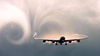 Schimbările climatice subminează industria aviatică! Risc de 149% de turbulenţe severe şi rănire a pasagerilor!