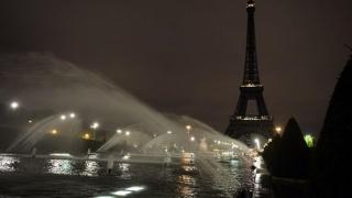 Se sting luminile la Turnul Eiffel!