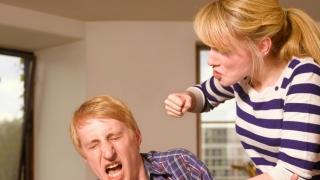 Șocant! Și-a bătut soțul până l-a omorât