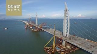 Poţi să-ţi alimentezi automobilul electric pe cel mai lung pod peste mare din lume!