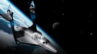 Stephen Hawking, la bordul avionului spaţial prezentat de Virgin Galactic