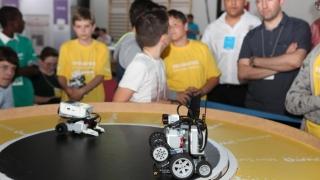 Studenți din 48 de țări și-au prezentat roboții și invențiile la Infomatrix