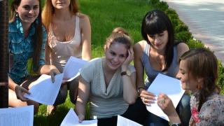 Studenţii cer burse pe tot parcursul anului