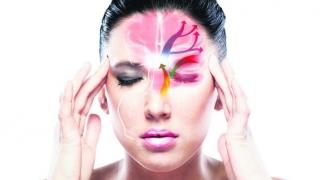 Suferinzii de migrenă pot spera la noi terapii mai eficiente abia peste câțiva ani