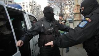 Suspecți de trafic de droguri, prinși în flagrant de polițiștii constănțeni