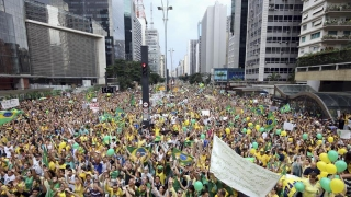 Susținătorii Dilmei Rousseff au ieșit în stradă