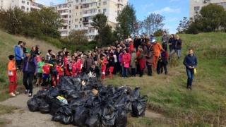 Sute de constănțeni au pus umărul pentru curățenia generală a orașului
