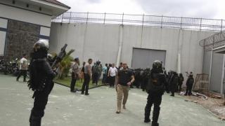 Sute de deținuți, evadați dintr-o închisoare indoneziană
