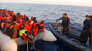 Sute de imigranţi, salvaţi din Mediterană