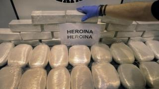 Sute de kg de heroină, confiscate la graniţa cu România!
