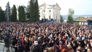 Sute de mii de pelerini din toată țara, la moaştele Sfintei Cuvioase Parascheva!
