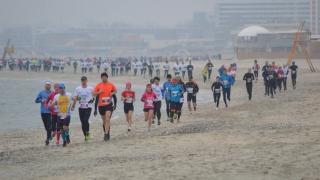 Sute de sportivi vor alerga la Mamaia, în Maratonul Nisipului