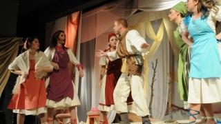 Tango, folk și comedii revigorante în stațiunea Mamaia