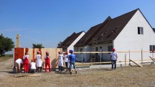 Tentativă de record european în construcții sociale
