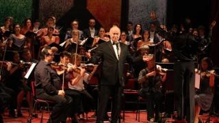"""Tudor Gheorghe cântă cu orchestra și corul Teatrului """"Oleg Danovski"""""""