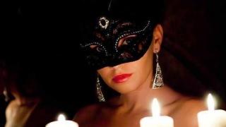 Tradiții bizare de Sf. Gheorghe. De ce stau femeile goale între lumânări aprinse