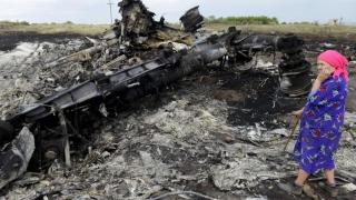 Tragedia zborului de pasageri MH17, anchetată în Olanda