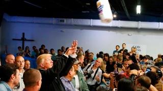 Trump, la Puerto Rico: suluri de hârtie pe post de mingi de baschet şi reproşuri