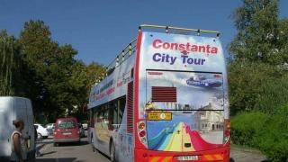 De astăzi! Turiştii, plimbaţi cu autobuzele etajate pe trasee noi