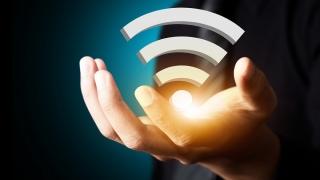 UE vrea să creeze zone publice de acces gratuit la internet