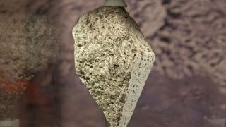 Uimitor! Descoperire extraordinară după analiza unei roci aduse de pe Lună