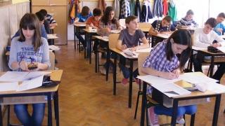 """Cum își cresc școlile mediile la examenele naționale?! Dau """"interzis"""" elevilor slabi la învățătură!"""