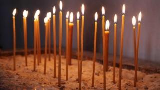 Cum poţi aprinde lumânări la biserică de la distanță