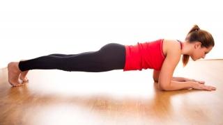 Cum poți avea un abdomen cu pătrățele? Un simplu exercițiu ar fi de ajuns!