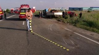 Un microbuz plin cu pasageri s-a răsturnat! Printre victime se numără și copii