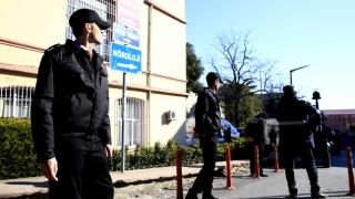 Un polițist bolnav psihic și înarmat a pus pe jar un spital din Istanbul