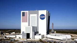 Un savant NASA, reținut pentru că a refuzat să-și deblocheze telefonul. De ce a făcut asta?