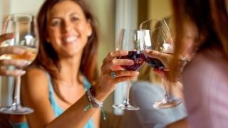 Un singur pahar cu băuturi alcoolice pe zi crește riscul de cancer de sân
