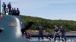 Un submarin al forțelor navale italiene a lovit un vas cargo