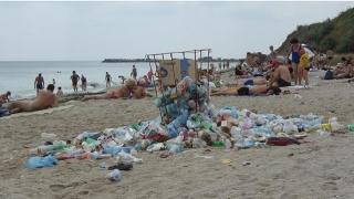 Curățenie prin toate ungherele plajei Modern. Cine își va sufleca mânecile