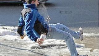 Urgenţa SCJU, asaltată de victimele zăpezii îngheţate de pe străzi