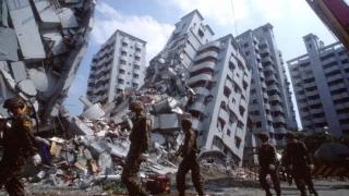 Fetiță de șase luni, scoasă în viață de sub ruine la peste 30 de ore de la seism