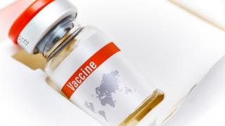 Vaccin împotriva demenței, gata în câțiva ani?