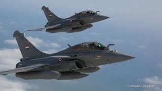 Vehicule încărcate cu arme din Libia, distruse de egipteni din... avion