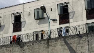 Vulpe are soluția! Extindem penitenciarele cu bani din țara lui Breivik
