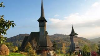 Zeci de mii de turişti vin anual să viziteze bisericile de lemn din Maramureș