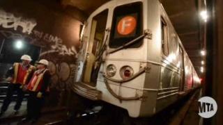Zeci de răniţi, după deraierea unui tren în New York
