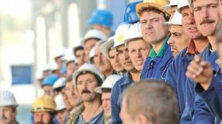 Dacă nu avem forță de muncă, importăm. Mii de străini iau cu asalt România
