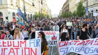Mii de oameni au manifestat la Budapesta în sprijinul CEU