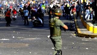 Zeci de persoane ucise în violenţele din Venezuela