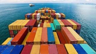 Deficitul comercial se adâncește