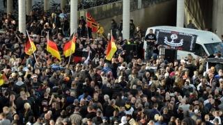 Zeci de mii de kurzi au demonstrat la Koln împotriva președintelui turc Erdogan
