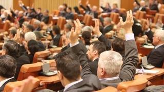 Deputații au adoptat modificările Legilor Justiţiei